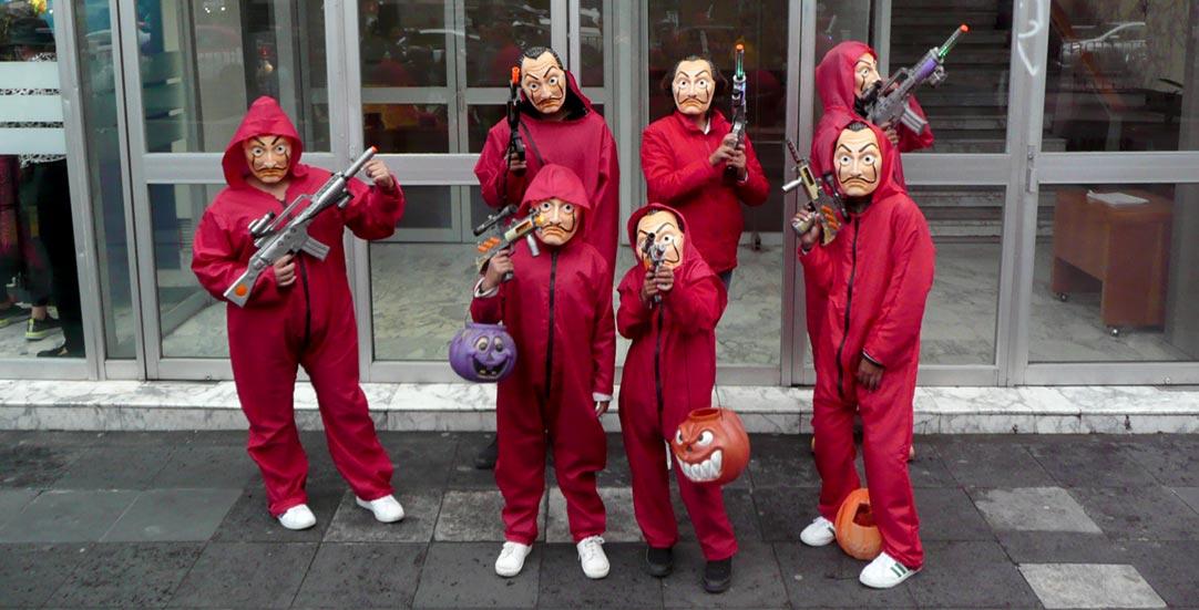 Grupo disfrazado de La Casa de Papel